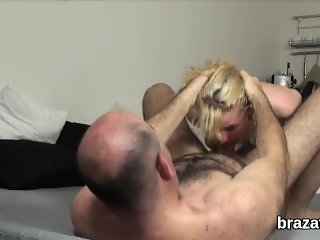Casting bombshell goes home after hardcore sex and anus pounding