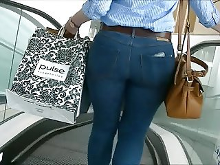 Candid big curvy ass in tight jeans