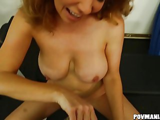 Busty Kiki Daire blows a guy at the gym