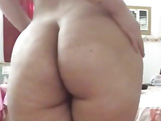 AMATEUR ARAB WOMAN WITH HIJAB SHOWING HER BIG ASS