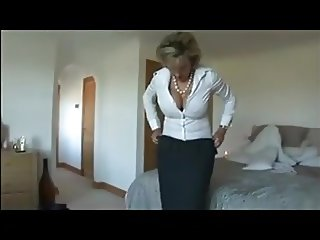 LADY SONIA HOUSEWIFE MASTURBATES