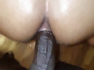 Hot chick Squirting while getting fucked in the Ass