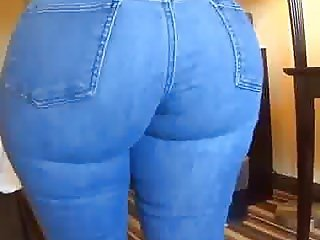 THIS CHICK HAS A PHAT ASS!!!