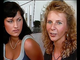 German Milf teachs German Girl
