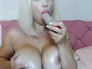 Hot Babe with Huge Boobs Live on Cam
