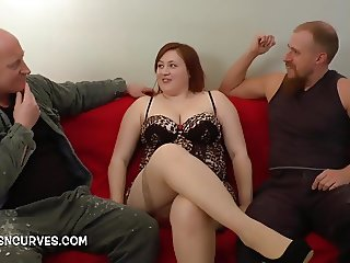 Nice young lady gets a seeing to