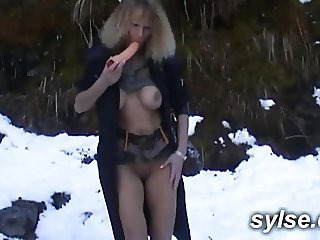 Flashing with my dildo in mountain and parc