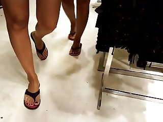 candid hot legs black&red toes
