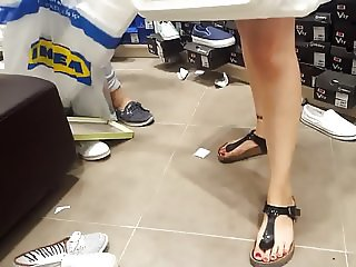 young gf's hot legs,perfect red toes shopping