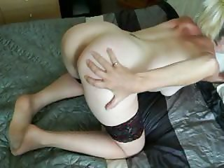 mature in holdups fingering smelly pussy