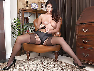 Foxy brunette rips open nylon pantyhose plays toys wet pussy