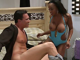 Sandi bents for a smooth penetration by the mammoth sausage