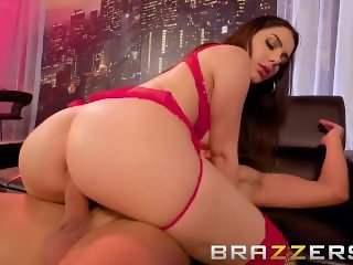 Hot Big Ass Stripper Gets Extra Close With Her Client - Brazzers