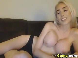 Super Sexy Chick Heats up Naked and Wild