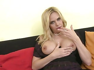 Sexy MILF Paulina with perfect mature body