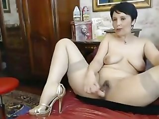 Busty mature babe toying both her holes on web cam
