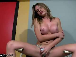 Feminine shegirl squeezes her new breasts and gets oiled up