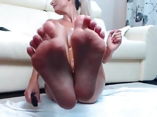 Slender Webcam Whore shows off her Oiled Ass, Pussy and Feet