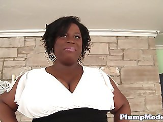 Ebony fatty loves masturbation