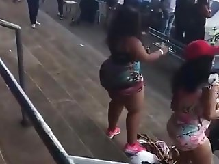 BBW ass flex dancing lol hmm...sexy though lol again P1