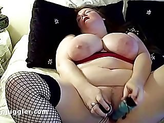 Mature Milf fucks her dripping pussy