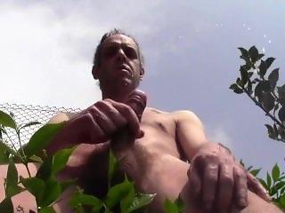 Bella sborrata a torso nudo, homemade amateur solo hairy outdoor public cum