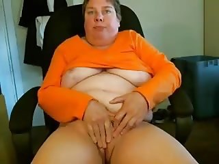 Webcam granny shows pussy off