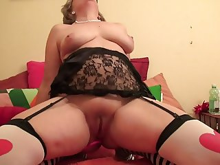 Hottest granny on live cam