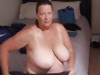 BBW GRANNY AFTER SHOWER SPY VOYEUR (COMMENT!)