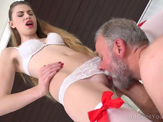 Old Goes Young - Old man bangs a sexy babe on the couch