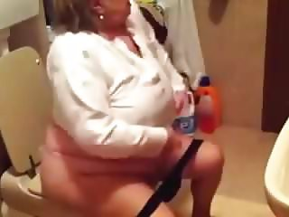 Granny in the wc