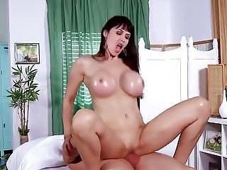 big tittied cougar gets fucked by her massage therapist