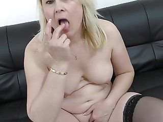 Real amateur mature mom feeding her pussy
