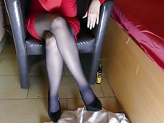 AWESOME LEGS IN PANTYHOSE - DOMINA MASTURBATING COMESHOT