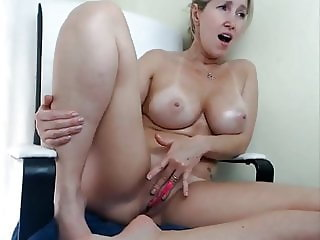 Stunning milf masturbating and squirting on cam