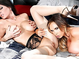 Jessica Jaymes & Nikki Benz fuck each other hard, big booty