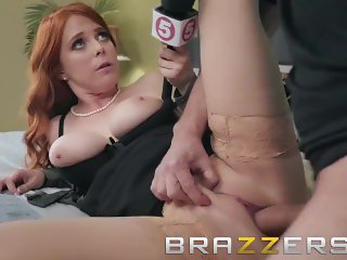 Brazzers - News girl Penny Pax Gets deep into a story