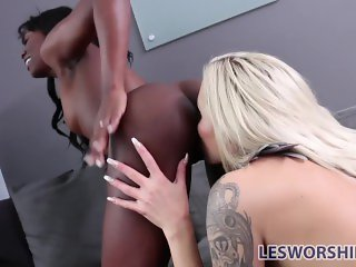 Ebony lesbian babe Ana Foxxx performs at an interview with Nina Elle