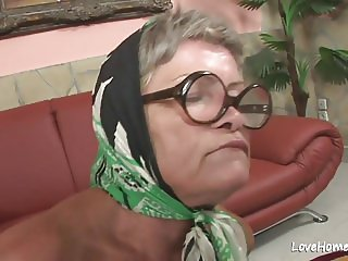 Old granny is hot and she loves riding.mp4