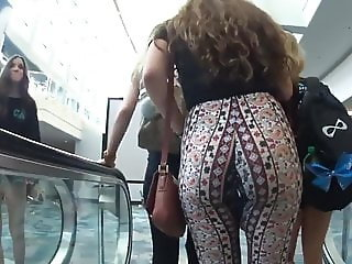 Amazing Candid Teen Ass Jiggle in Tight Pattern Leggings