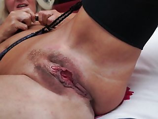 Real mature mom with big hungry vagina