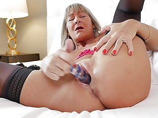 52YO mom Leilani Lei feeding her hungry cunt