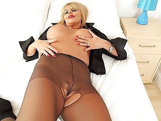 British milf Gabby Fox loves toying her eager cunt