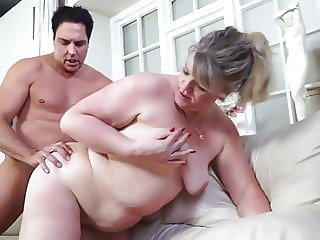 Mature mothers pleasing lucky young lovers