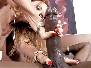 Cougar Janet Mason's Becoming An Expert In Interracial Sex