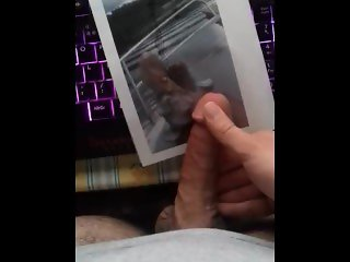 I beat the fuck out of my dick on a feet picture and it was great :^)