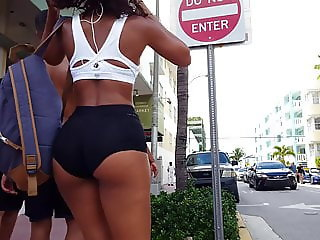Candid voyeur incredible ass in tiny spandex