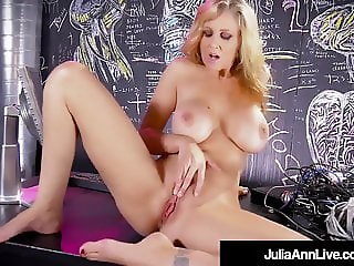 Hot Sex Bomb Milf Julia Ann Strips & Finger Fucks!
