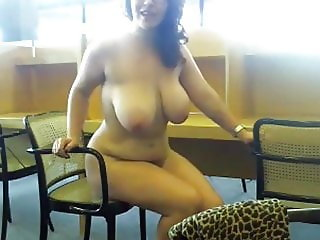Webcam Young busty girl with glasses in school