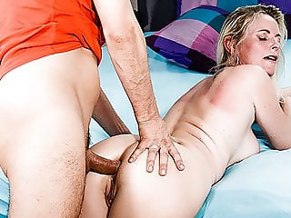 HITZEFREI German mature Dirty Tina has her ass fucked deep